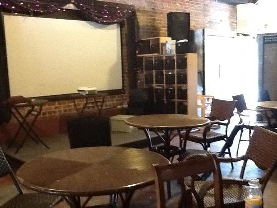 Cru Wine Bar & Beaufort Coffee Shop : inside seating area
