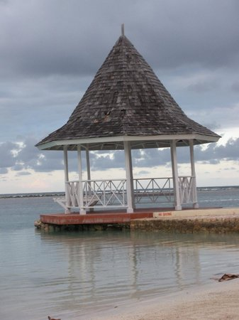 Sandals Royal Caribbean Resort and Private Island: Beach Area