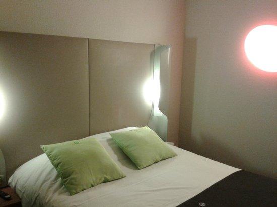 Campanile Paris Ouest - Pont De Suresnes: bedroom