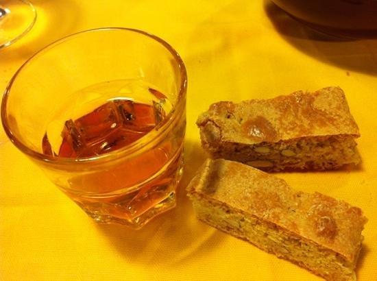 Osteria Muzzicone: cantucci e vin santo