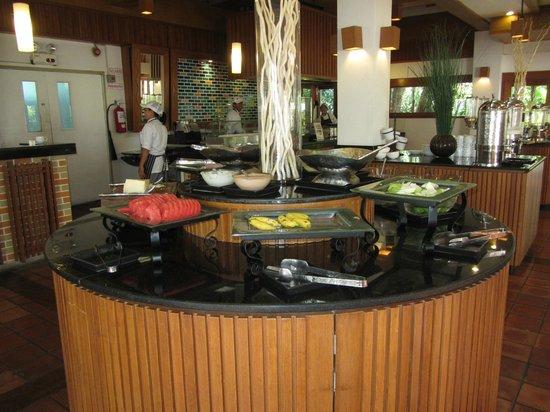 Woodlands Hotel & Resort: Obst und Salatbar zum ENDE der Frühstückszeit gegen 10.30am