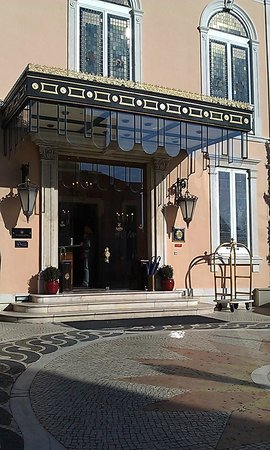 Olissippo Lapa Palace: Entrance to the hotel