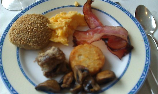 Olissippo Lapa Palace: Some of the breakfast