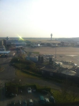 Radisson Blu Hotel, Manchester Airport : Executive room with a view of the airport