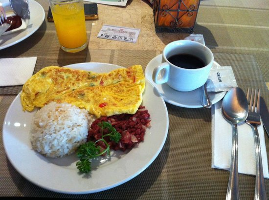 Gran Prix Hotel and Suites Manila : our filipino breakfast that took more than 30 mins to reach our table