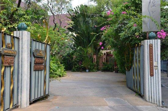 Ariyasomvilla: Hotel entrance