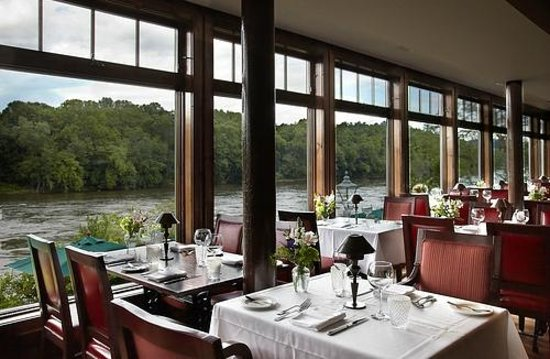 Black Bass Hotel Restaurant: Intimate Dining