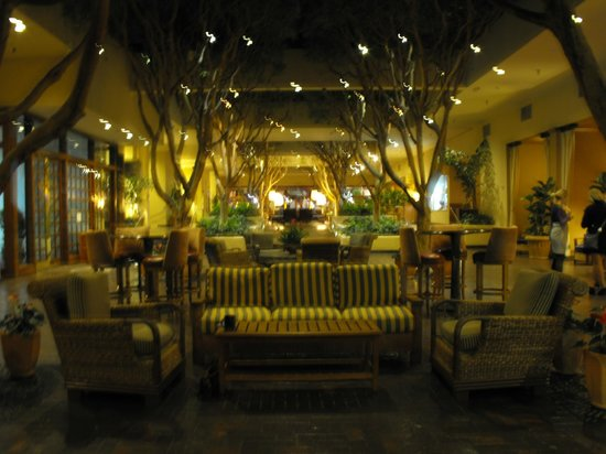 Portola Hotel & Spa at Monterey Bay: Lobby has free wi-fi
