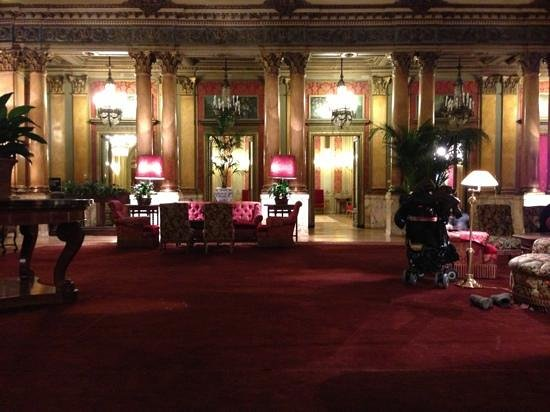 Grand Hotel Plaza: лобби бар