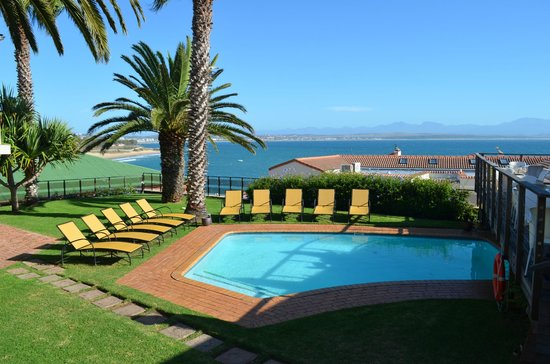 Protea Hotel by Marriott Mossel Bay: Pool with Ocean view