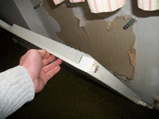 Hotel Bruggerhof: rad haging off wall