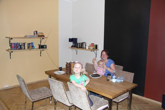 Viru Backpackers: The  breakfast/dining area