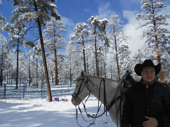 Geronimo Trail Guest Ranch: Riding in Fresh Spring Snow