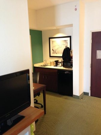 SpringHill Suites Louisville Hurstbourne/North: Mini fridge/sink area