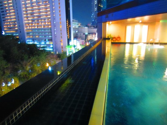 Pullman Bangkok Hotel G: pool on 5th floor