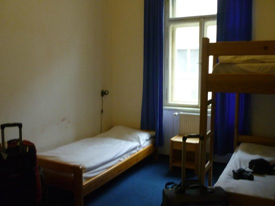 Travellers'Hostel:                   Triple room with shared bathrooms