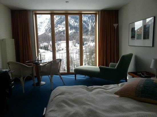 Hotel Saratz: South-facing room