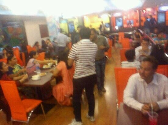 Omg Food Court & Party Hall: look at the crowd do I hv to say anythng else.. :-)