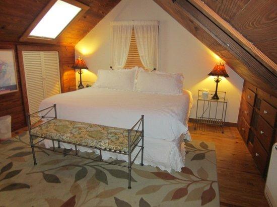 Passover Cottage: Master Bedroom