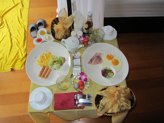 แทงโก้ ลักซ์ สมุย บีช วิลล่า: Завтрак