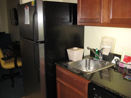 TownePlace Suites Fort Worth Downtown: Kitchen Area
