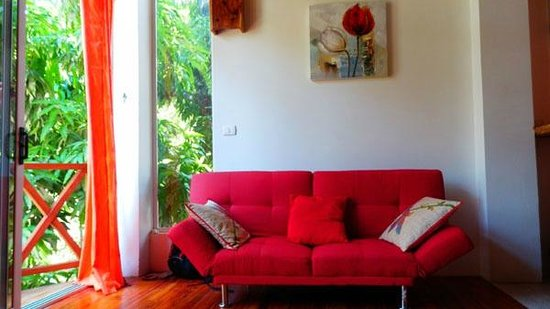 Principe del Pacifico: Red Apartment