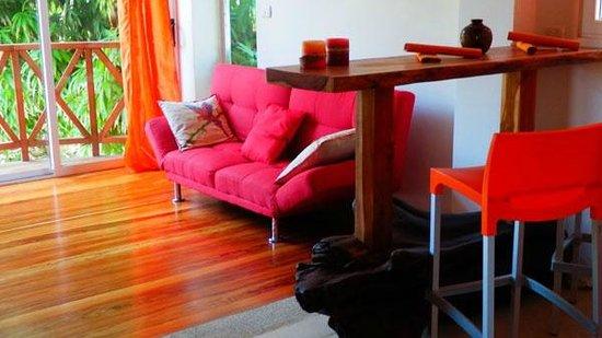 Principe del Pacifico: Red Apartment