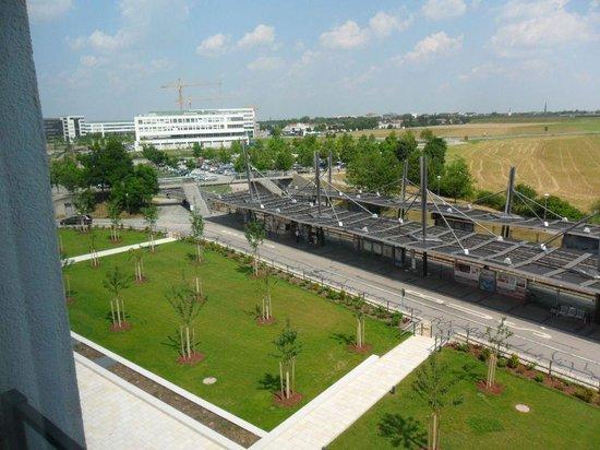 Motel One Munchen-Garching: Blick zur U-Bahnstation