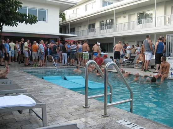 Royal Palms Resort & Spa: Sunday Funday Party