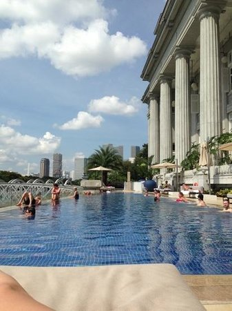 infinity pool singapore hotel. The Fullerton Hotel Singapore: Infinity Pool Looking Out Over Clark Quay Infinity Pool Singapore Hotel O