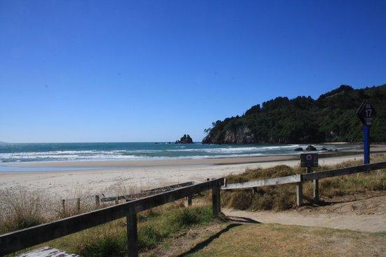 Kotuku Bach B&B Coromandel :                   Southern end Whangamata Beach