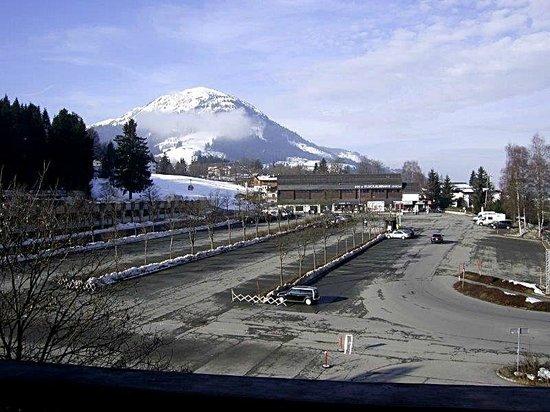 Hotel Klausen: Aussicht von Zimmer 301 - Blick zur FLECKbahn