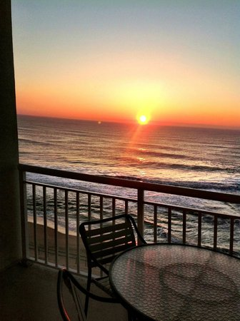 Hilton Suites Ocean City Oceanfront: Beautiful sunrise from the balcony of our room.