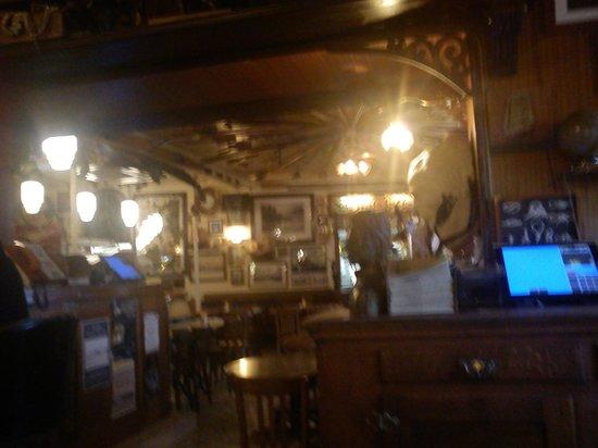 Cafe du Commerce :                                     intérieur