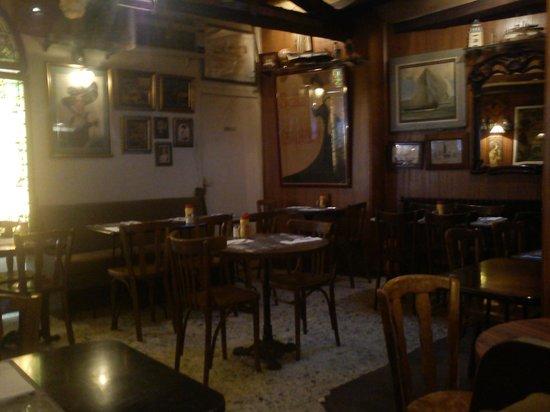 Cafe du Commerce :                                     salle intérieure