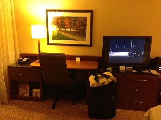 Park Ridge Marriott: room