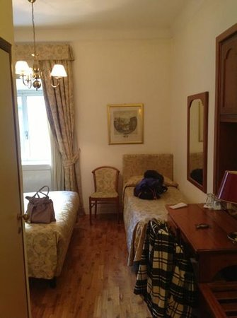 Hotel Cortina: double and single bedroom
