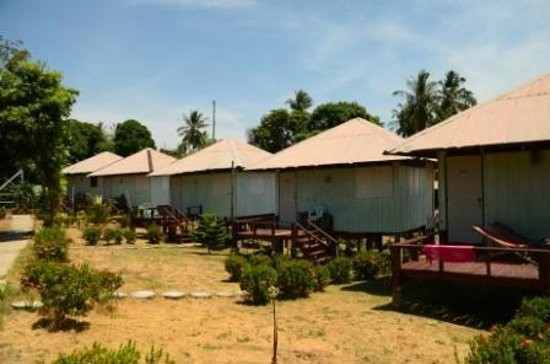 Phi Phi Hill Resort: Hotel area, simpler bungalows
