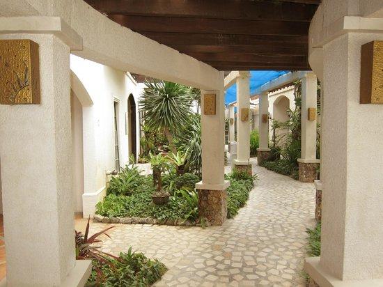 Le Soleil de Boracay : Path to lobby/pool