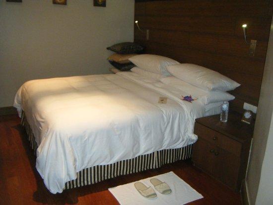 อังสนา ลากูน่า ภูเก็ต: Super comfy bed and pillows to sink in to!