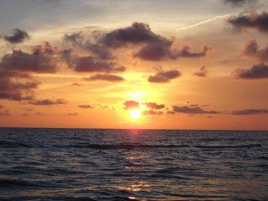 Sirata Beach Resort: Sonnenuntergang am Strand