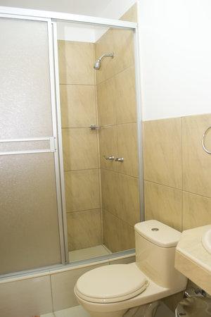 Hotel Sol y Dunas: baño y ducha