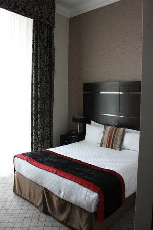 The Grosvenor Hotel : Room, small but enough space for two