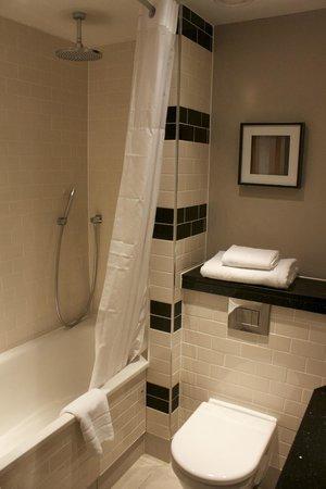 The Grosvenor Hotel: Bathroom