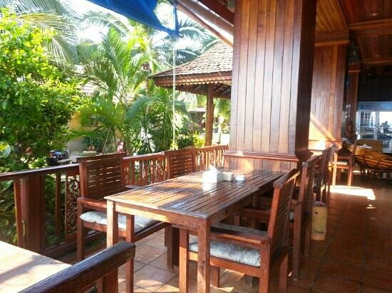 First Villa Beach Resort : restaurant2