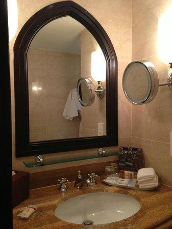 Sheraton Abu Dhabi Hotel & Resort: bagno 1