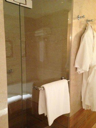 Sheraton Abu Dhabi Hotel & Resort: bagno 3