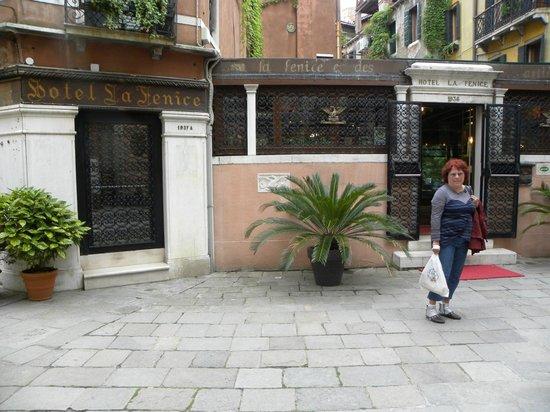 Hotel La Fenice Et Des Artistes: Vue de l'extérieur