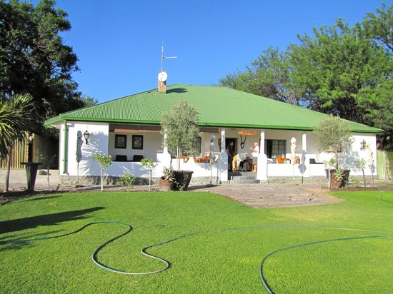 Olive Grove Guest Farm: The reception and restaurant