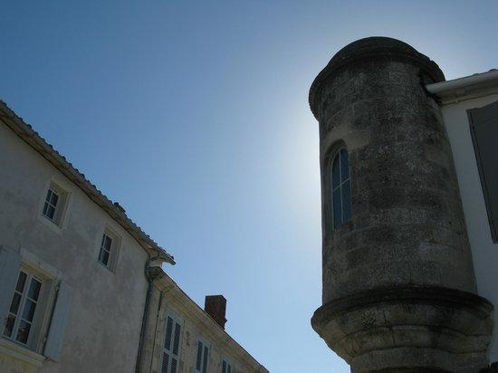 Hôtel Le Sénéchal : l'angle de la tour du sénéchal